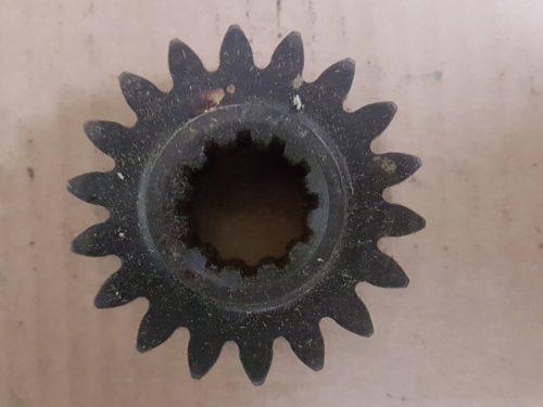 211501261A Gear, rear axle shaft, 18 teeth
