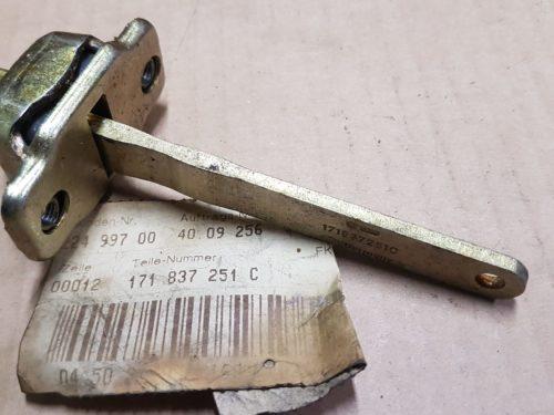 171837251C Door check rod