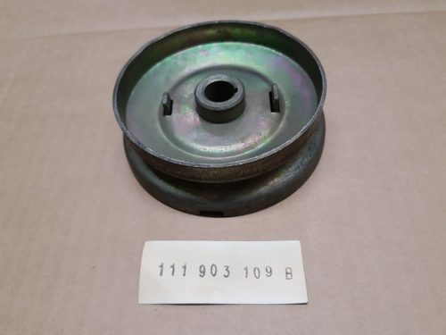 111903109B Generator pulley with hub