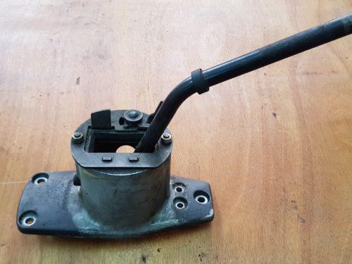 91142401906 Gearshift bracket