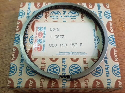 068198153A Piston ring set